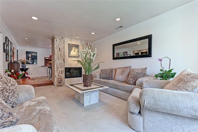 Additional photo for property listing at 710 Redwood Avenue  El Segundo, Калифорния,90245 Соединенные Штаты