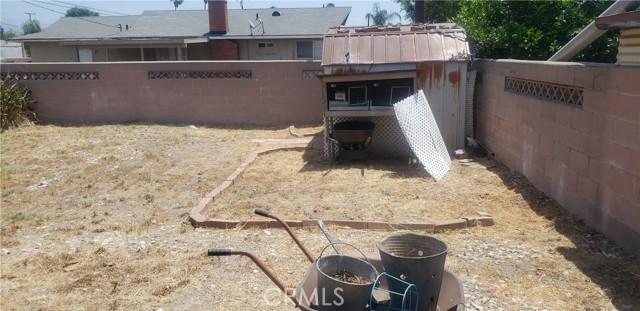 945 N Althea Avenue, Rialto CA: http://media.crmls.org/medias/460868e8-ea73-4f2d-83fd-1930ded9763b.jpg