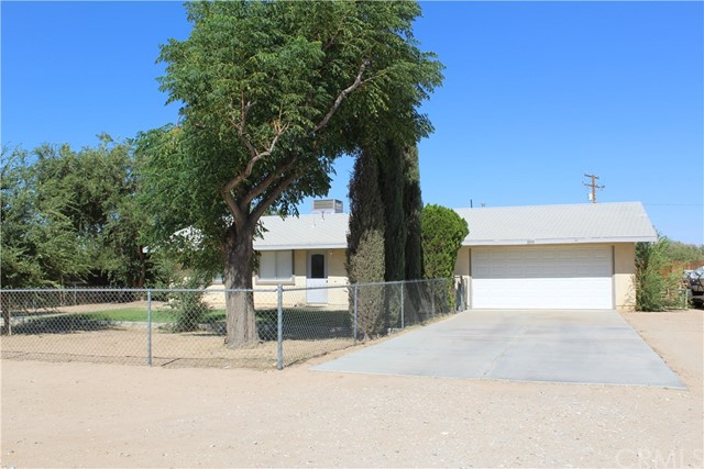 11033 Merino Avenue, Apple Valley CA: http://media.crmls.org/medias/461a19ba-1c60-40d8-b782-066331e200f3.jpg