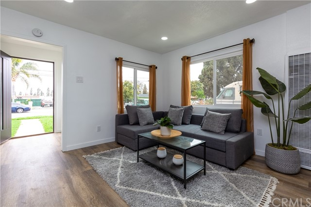 Detail Gallery Image 1 of 34 For 2120 E 124th St, Compton,  CA 90222 - 2 Beds   1 Baths