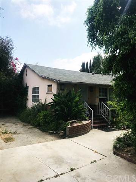 9727 Abilene Street, Rosemead CA: http://media.crmls.org/medias/46363022-f3e3-4ba3-a157-120f7a00a20b.jpg