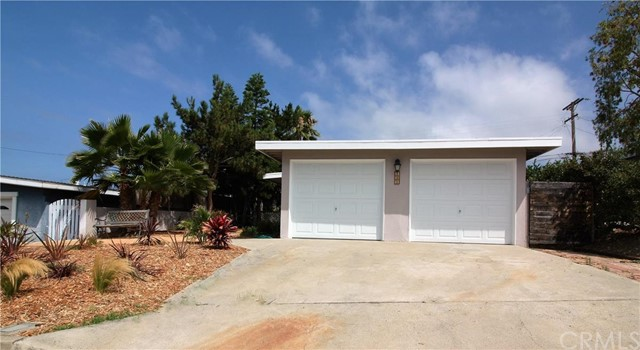 121 Avenida San Fernando San Clemente, CA 92672 is listed for sale as MLS Listing OC16145907