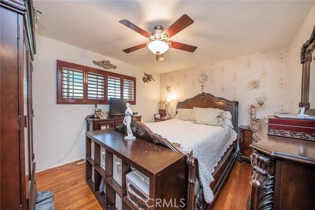 10871 Olinda Street, Sun Valley CA: http://media.crmls.org/medias/4650b3bd-69ca-40a5-9425-4ad7b51587a3.jpg