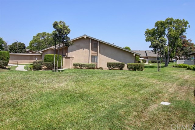 8856 Sutter Circle, Huntington Beach CA: http://media.crmls.org/medias/465696d2-26bd-49e6-a8c8-819e28cdc137.jpg