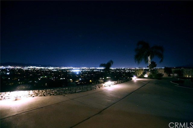 2351 Willow Drive, San Bernardino CA: http://media.crmls.org/medias/4673e3f4-bc7a-4a6d-b01b-3b659831ab03.jpg
