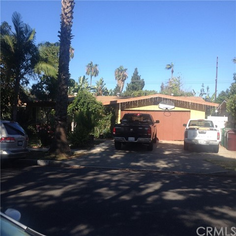 1101 N Lyon Street Santa Ana, CA 92701 is listed for sale as MLS Listing PW17147160