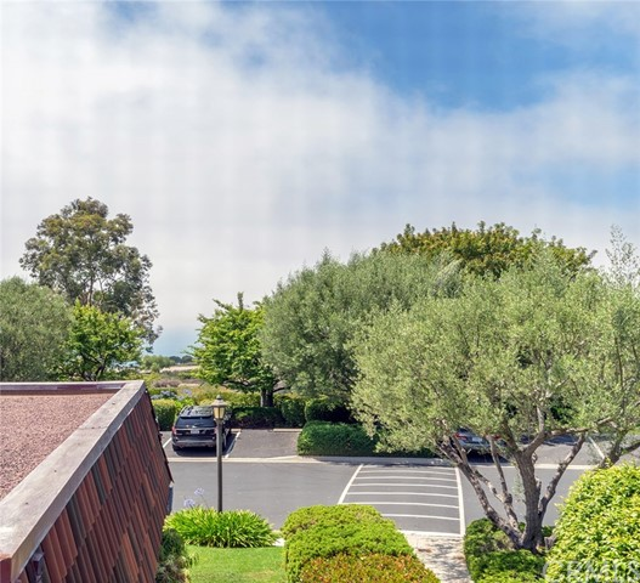 82 Cresta Verde Drive, Rolling Hills Estates CA: http://media.crmls.org/medias/468a3f3e-d5e0-404b-b405-d88c62b61bff.jpg
