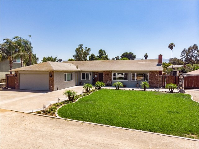 Detail Gallery Image 1 of 44 For 1478 Hilltop Ln, Norco,  CA 92860 - 4 Beds | 2 Baths