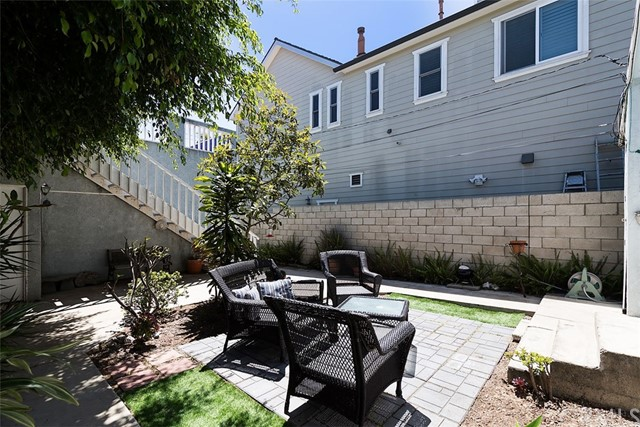 716 14th Street, Huntington Beach CA: http://media.crmls.org/medias/46ac5030-acd4-445c-aebd-529c5e84e7c0.jpg