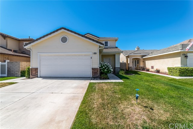 Detail Gallery Image 1 of 25 For 33069 Eagle Point Dr, Yucaipa, CA 92399 - 3 Beds | 2/1 Baths