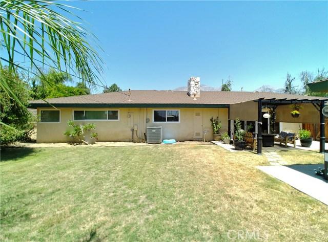 386 Deborah Court, Upland CA: http://media.crmls.org/medias/47123d27-305a-4a33-bd7a-037880ddb34c.jpg