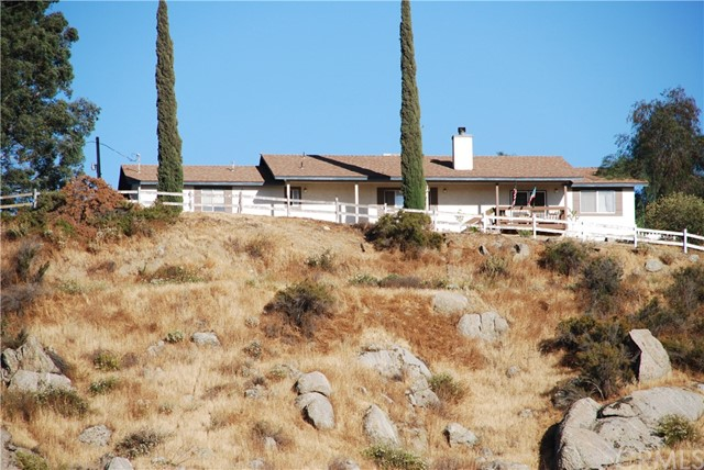 Single Family Home for Sale at 33115 Stagecoach Road Nuevo, California 92567 United States