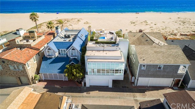 Single Family Home for Sale at 2046 E Oceanfront 2046 Oceanfront Newport Beach, California 92661 United States