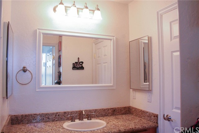 42160 Indian Hill Trail, Aguanga CA: http://media.crmls.org/medias/473381b8-dac2-4b3a-9ba6-0d20b8b445df.jpg