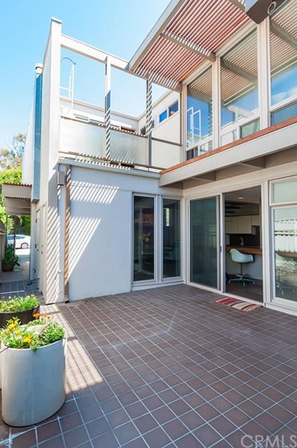 550 4th Street  Manhattan Beach CA 90266