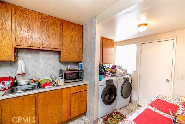 10526 Citrus Avenue, Fontana CA: http://media.crmls.org/medias/4741d658-5f93-4f41-a0cc-767c5352a7dd.jpg