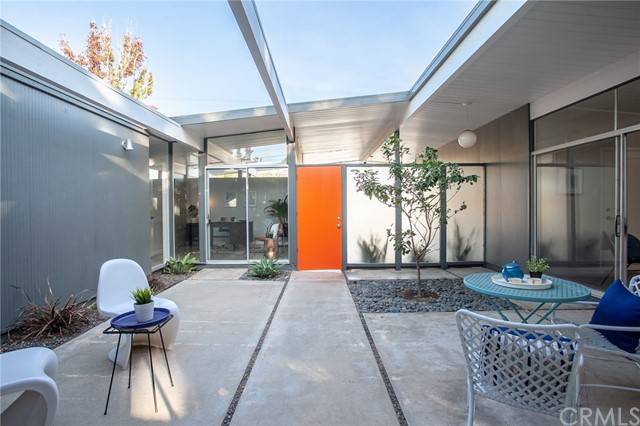 586 S Woodland Street, Orange CA: http://media.crmls.org/medias/474fd340-3b1a-400a-9023-3e4623cb90f3.jpg