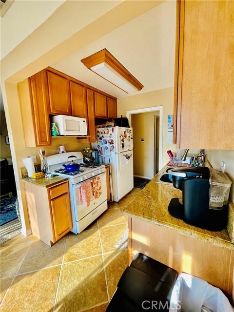 1410 W Lambert Rd, La Habra CA: http://media.crmls.org/medias/47520f46-0c8a-4760-bc85-a30eb6f00385.jpg
