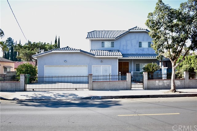 Single Family Home for Sale at 7055 Bellaire Avenue 7055 Bellaire Avenue North Hollywood, California 91605 United States