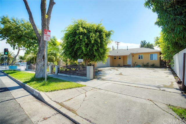 1306 W Willits Street, Santa Ana CA: http://media.crmls.org/medias/47c3bcf4-0db5-4cd8-8439-65e5dce31564.jpg