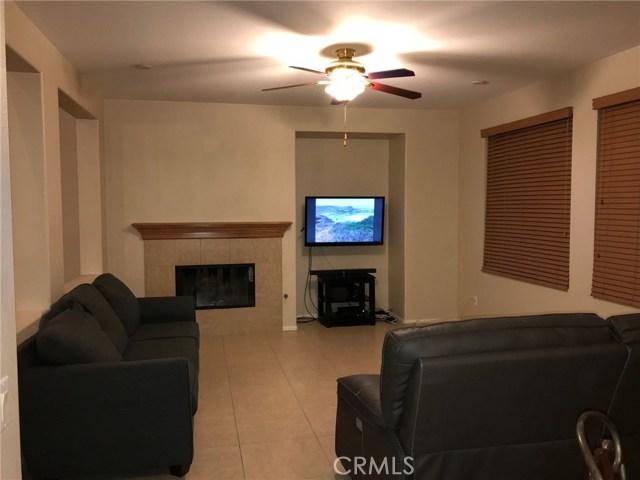 36708 Torrey Pines Drive, Beaumont CA: http://media.crmls.org/medias/47e9ef54-8655-4c3a-b985-861ef3689ae8.jpg