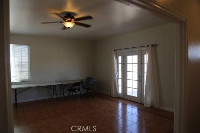 14794 Columbine Street, Victorville CA: http://media.crmls.org/medias/47f9ad08-2767-4d3b-b427-0afab7f481f2.jpg