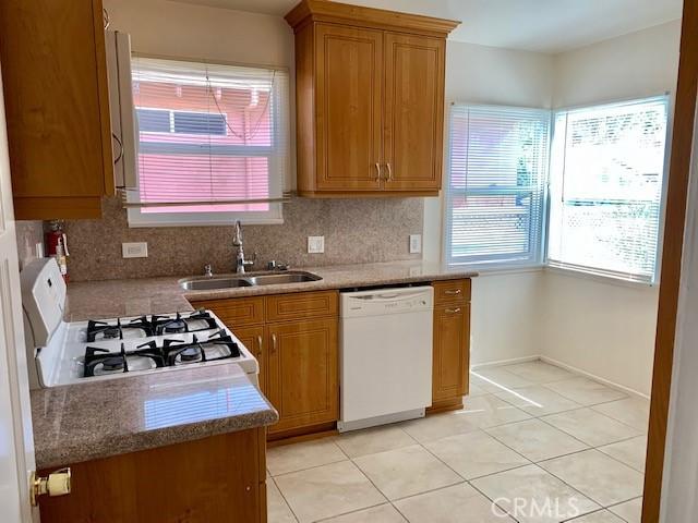 4922 Riverton Avenue, North Hollywood CA: http://media.crmls.org/medias/47fb6c83-0f26-4d7b-a6cf-e8c3256a2a87.jpg