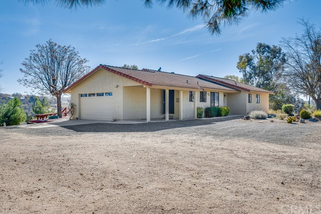 Detail Gallery Image 1 of 39 For 3960 Hord Valley Rd, Creston,  CA 93432 - 5 Beds | 2 Baths