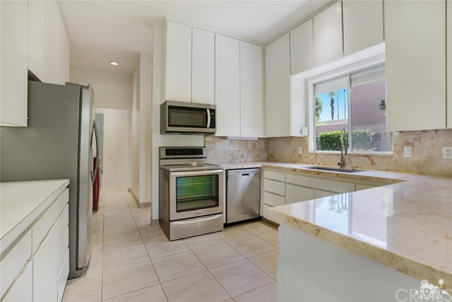 47043 Arcadia Lane, Palm Desert CA: http://media.crmls.org/medias/480c8867-96f3-422b-95a7-4cb8c7127cc4.jpg