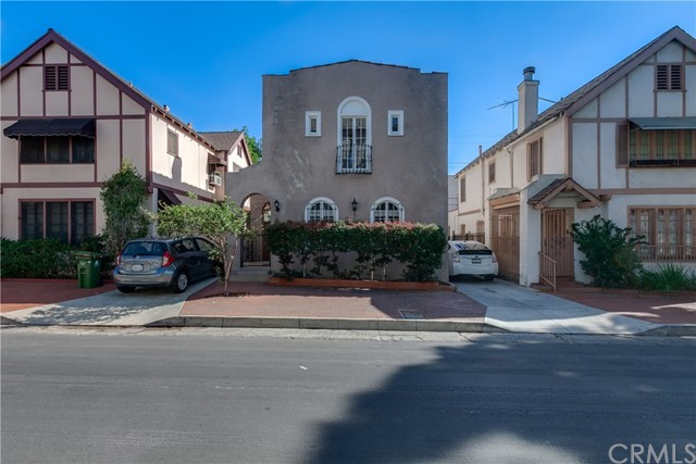 412 S Benton Way, Los Angeles CA: http://media.crmls.org/medias/4858d88e-422e-49fe-9978-bdb08b44d58a.jpg