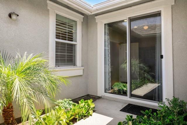 6826 Thistle Street, Eastvale CA: http://media.crmls.org/medias/4883fd04-398b-4a30-bb51-208611db48c3.jpg