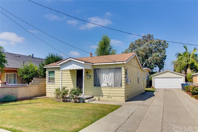 20609 Alburtis Avenue, Lakewood CA: http://media.crmls.org/medias/48840a62-d5c8-4af7-a2e4-516a6fdc8b4b.jpg