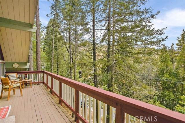 875 Brentwood Drive, Lake Arrowhead CA: http://media.crmls.org/medias/48879329-3c3e-4dc1-af5f-826039e8bd4e.jpg