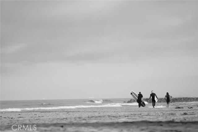 Photo of  Newport Beach, CA 92663 MLS NP17186481
