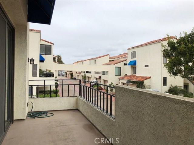 3231 Francois Drive, Huntington Beach CA: http://media.crmls.org/medias/48942be6-b96d-4b0b-aaa1-ff7dfbc3a7ea.jpg