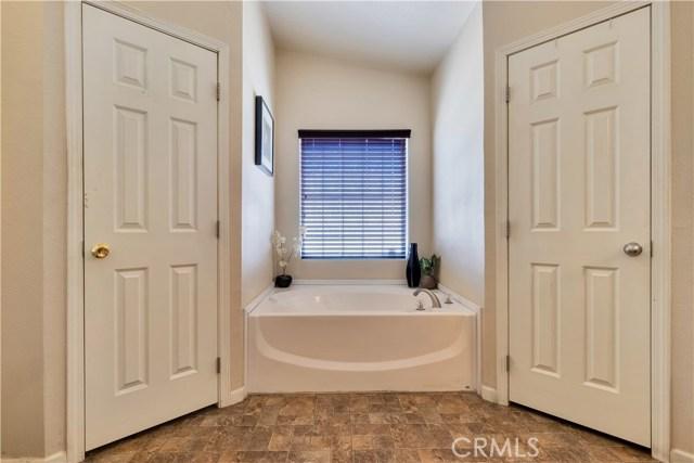 31671 Mcwade Avenue, Homeland CA: http://media.crmls.org/medias/48989571-fb97-4e57-a2e4-7e4060e24d5f.jpg