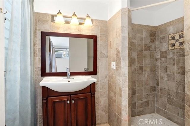 10000 Encino Avenue, Northridge CA: http://media.crmls.org/medias/48a712d4-3c99-439a-91a5-b769df84b2a1.jpg