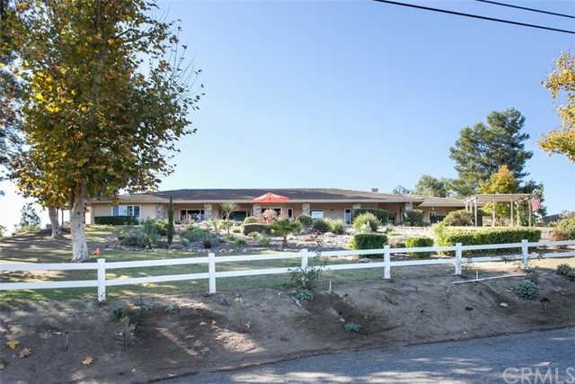 Detail Gallery Image 1 of 1 For 675 Elm Tree Ln, Fallbrook,  CA 92028 - 3 Beds | 2/1 Baths