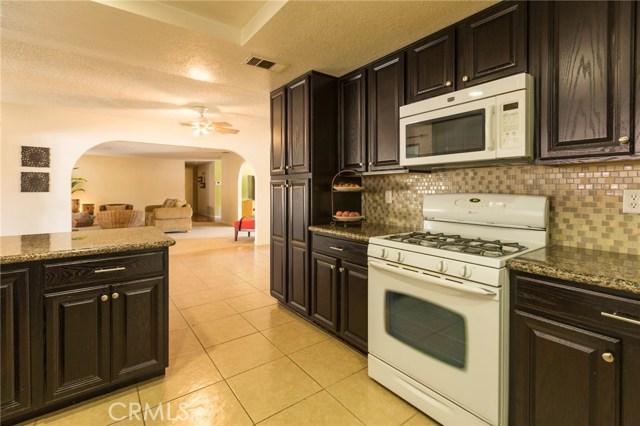 5535 N Riverside Avenue, Rialto CA: http://media.crmls.org/medias/48e59d79-41aa-4744-8eaf-0e9df6a13a7c.jpg