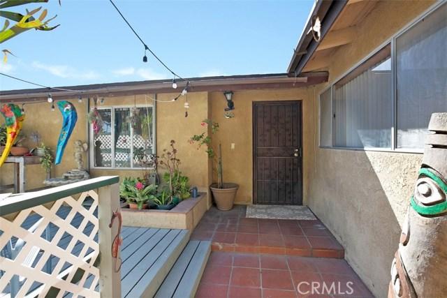 918 S Elliott Place, Santa Ana CA: http://media.crmls.org/medias/48f2f5bf-36bf-4cb4-bd54-f83bbf73b928.jpg