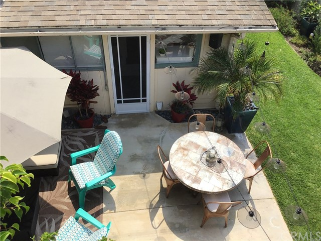 332 Poplar Street, Laguna Beach CA: http://media.crmls.org/medias/48f77e74-4166-4c18-9c08-c986f12af118.jpg