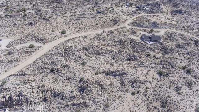57557 Manzanita Drive, Yucca Valley CA: http://media.crmls.org/medias/48f8bf20-829a-4c47-8218-51f83f2ba9fd.jpg