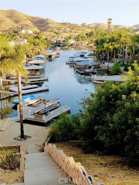 30099 White Wake Drive, Canyon Lake CA: http://media.crmls.org/medias/490572cf-f6f1-4d6a-b8ba-5e2ebc0e3820.jpg