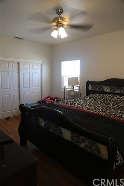 14794 Columbine Street, Victorville CA: http://media.crmls.org/medias/49071215-4329-4440-a024-7b53eca880a5.jpg