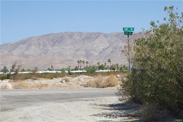 5 Kay Road, Desert Hot Springs CA: http://media.crmls.org/medias/49212497-98f2-408e-a434-5e045505289f.jpg