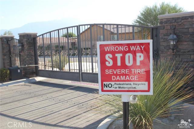 0 Bald Eagle Lane, Desert Hot Springs CA: http://media.crmls.org/medias/492c3d3b-cde8-461c-ad5c-2cf6ba591bb4.jpg