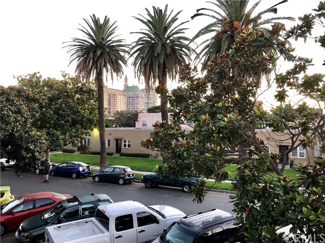 100 Cerritos Avenue, Long Beach CA: http://media.crmls.org/medias/49314990-679e-4783-8f3b-cd82b26c77ff.jpg