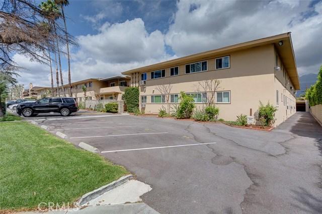 865 W Huntington Drive, Arcadia CA: http://media.crmls.org/medias/4945efb8-bccf-4f44-996d-d436468841bd.jpg
