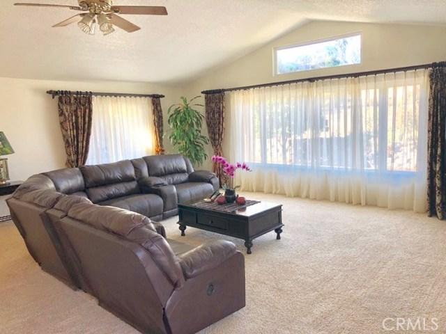 8558 Banyan Street, Rancho Cucamonga CA: http://media.crmls.org/medias/4955b701-d0e9-413e-a74d-f02e96f963ee.jpg