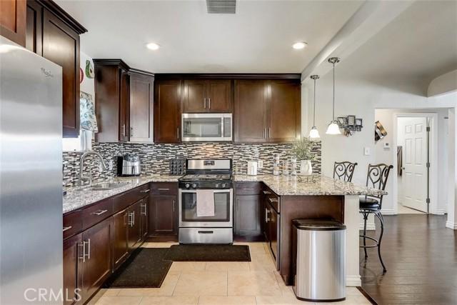 440 W Randall Avenue, Rialto CA: http://media.crmls.org/medias/497a571f-0ca2-4e12-93e1-999528ba385e.jpg
